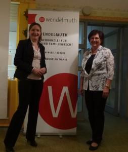 Agnes D. Wendelmuth (li.) mit Christa Schulze, Leiterin der DMG Regionalgruppe Berlin-Brandenburg
