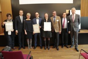 (c) WR/ Salzmann - Agnes Wendelmuth im Kreise der weiteren Preisträger und einem Teil der Jurymitglieder